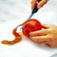 Шаг 3. Очистка помидора