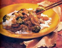 Фото готового брокколи и свинины «стер-фрай»