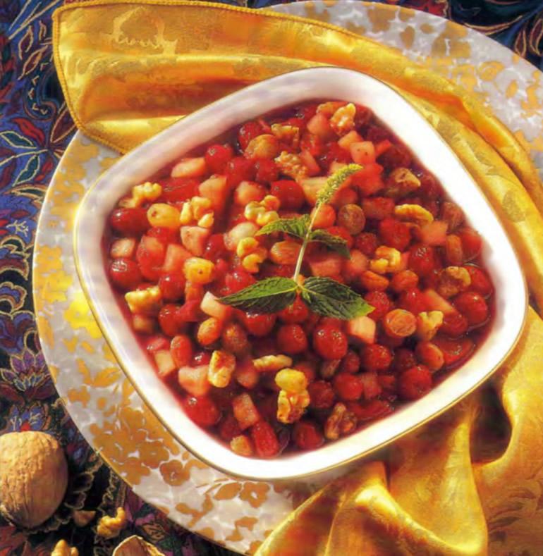 Фото готового чатни с клюквой и яблоками