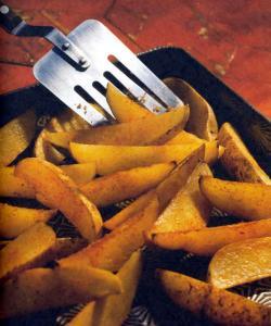 Фото готового картофеля запеченного дольками