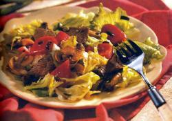 Фото готового мясного салата