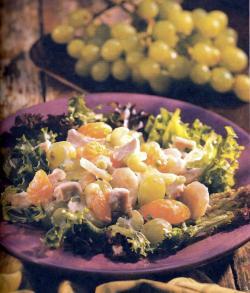 Фото готового салата из индейки с фруктами