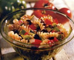 Фото готового салата с макаронами