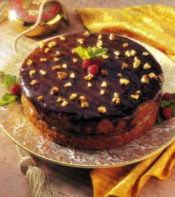 Фото готового шоколадно-орехового торта