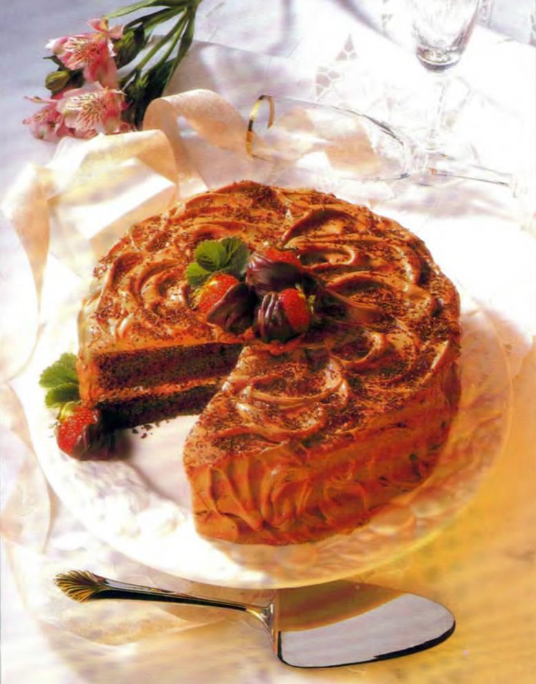 Фото готового шоколадного торта со сметаной