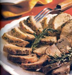 Фото готовой свиной вырезки с розмарином