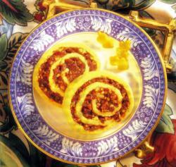 Фото готовых пирожных с орехами и корицей