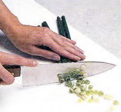 Как нарезать лук-порей