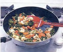 Как обжарить овощи на сильном огне