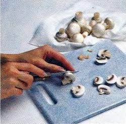 Как почистить и нарезать грибы
