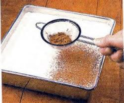 Как посыпать десерт какао