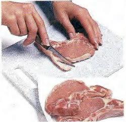 Как срезать жир со свиных отбивных