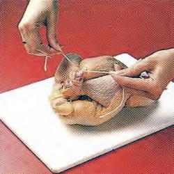 Как связать курице ножки