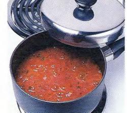 Как тушить на медленном огне томатный соус