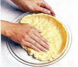 Как выложить тесто для корочки в форму