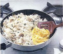 Как зажарить в рисе яйца