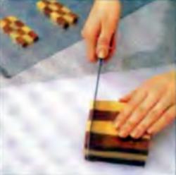 Шаг 11. Резка пирожных на 6-миллиметровые ломтики
