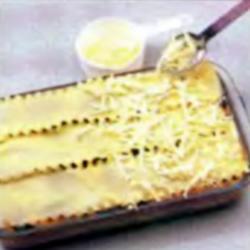 Шаг 12. Укладка сырной смеси на поверхность блюда