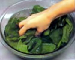 Шаг 1. Промывка шпината