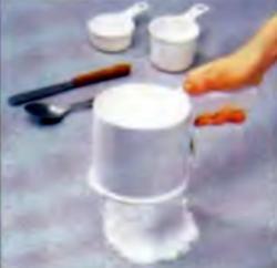 Шаг 1. Просеивание сахарной пудры