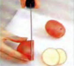 Шаг 1. Резка картофеля на ломтики