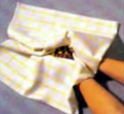 Шаг 1. Удаление шелухи с орехов