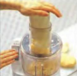 Шаг 2. Измельчение картофеля