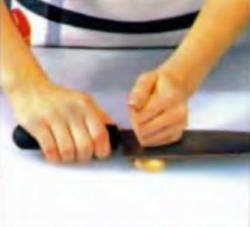 Шаг 2. Очистка чеснока от кожицы