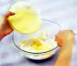 Шаг 2. Укладка забальоне в смесь сливок
