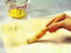 Шаг 3. Нанесение слоя сливочного масла