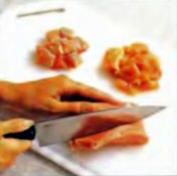 Шаг 3. Резка свинины и курицы
