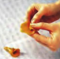 Шаг 3. Скатывание цветочков