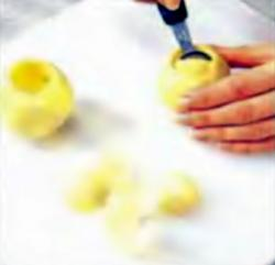 Шаг 3. Удаление сердцевины из кольраби