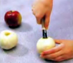 Шаг 3. Удаление сердцевины у яблок