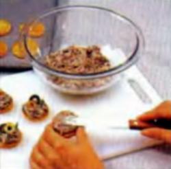Шаг 3. Укладка грибной смеси