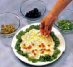 Шаг 3. Украшение соуса