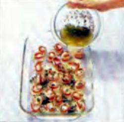 Шаг 3. Заливка обернутых гребешков оливковой смесью