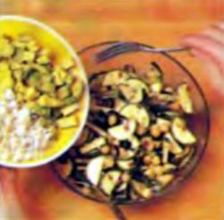 Шаг 4. Добавление авокадо и сыра