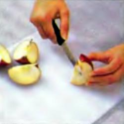 Шаг 4. Очистка яблока