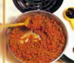 Шаг 4. Приготоаление мясной смеси до испарения большей части жидкости