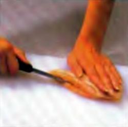 Шаг 4. Прорезание кармашка в куриной грудке