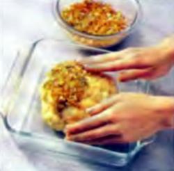 Шаг 4. Укладка хлебной смеси на верхушку головки цветной капусты
