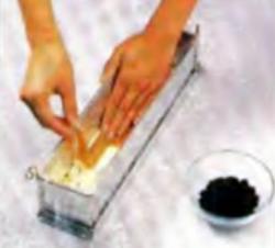 Шаг 4. Укладка ломтиков лососины на сырную смесь