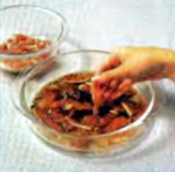 Шаг 4. Укладка мяса в маринад
