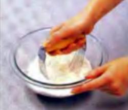 Шаг 5. Измельчение сливочного масла