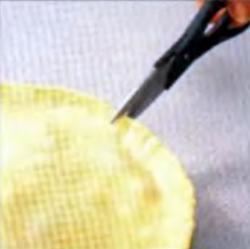 Шаг 5. Надрезание края пирога