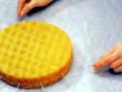 Шаг 5. Разрезание торта пополам