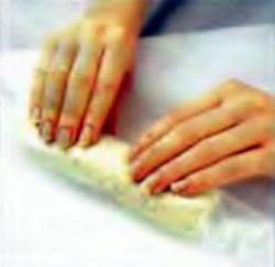 Шаг 5. Скатывание колбаски