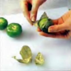 Шаг 5. Удаление листьев с томатилло