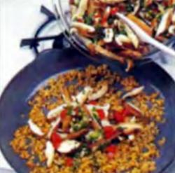 Шаг 6. Добавление овощей на сковороду